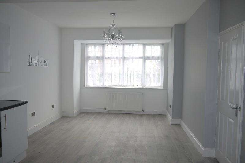2 Bedrooms Ground Flat for sale in High Street South , East Ham, London. E6 3RR