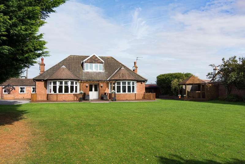 5 Bedrooms Detached Bungalow for sale in Superb home on the edge of Banwell