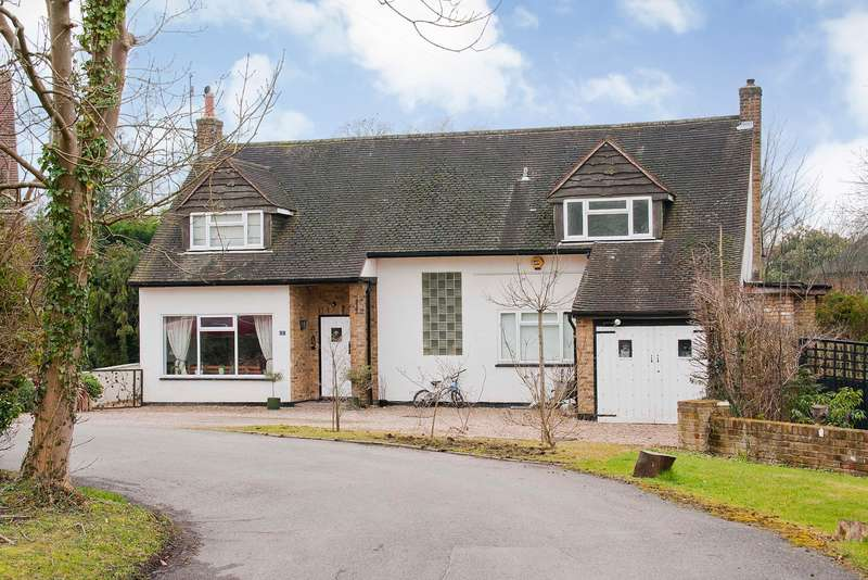 4 Bedrooms Detached House for sale in Heathside Close, Moor Park, Northwood, Middlesex