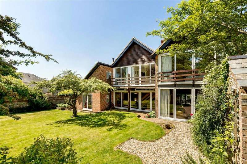 4 Bedrooms Detached House for sale in East Meon Road, Clanfield, Hampshire, PO8