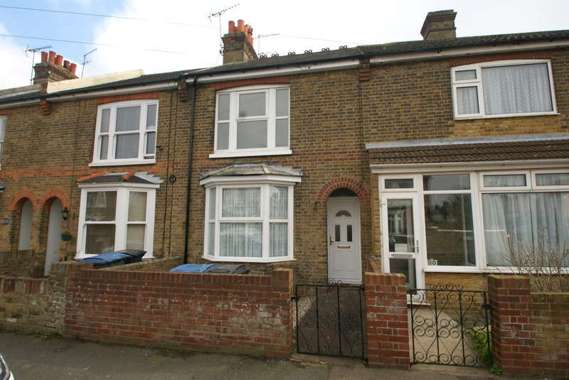 2 Bedrooms Terraced House for rent in Downs Road, Walmer, CT14