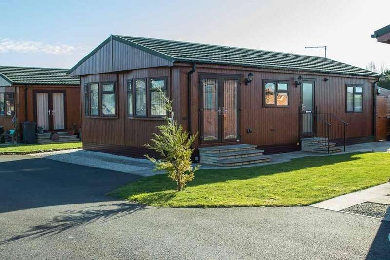 2 Bedrooms Park Home Mobile Home for sale in Fossdyke Walk, The Elms, Torksey, Lincoln