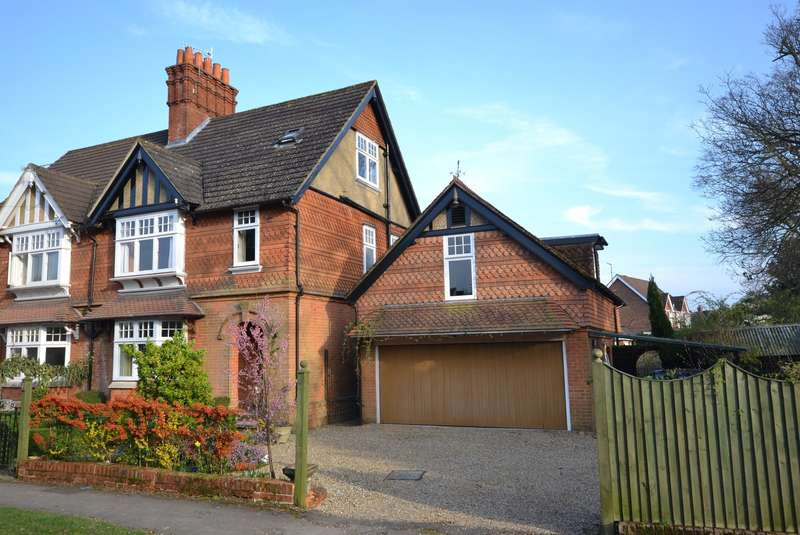 4 Bedrooms Semi Detached House for rent in Cranleigh