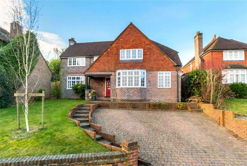 4 Bedrooms Detached House for sale in Pewley Way, Guildford, Surrey, GU1