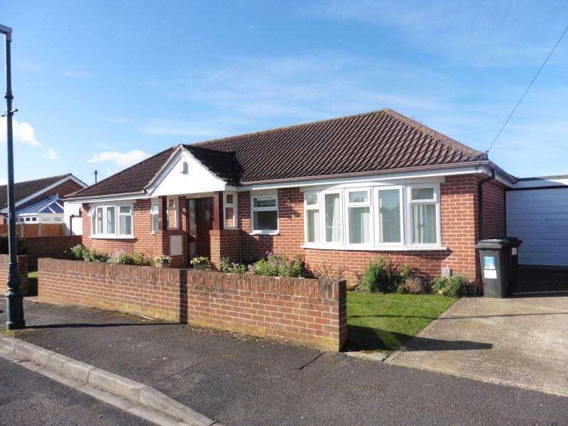 2 Bedrooms Detached Bungalow for sale in Marchwood Road, Ensbury Park, Bournemouth