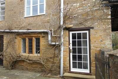 2 Bedrooms Cottage House for rent in BOWER HINTON