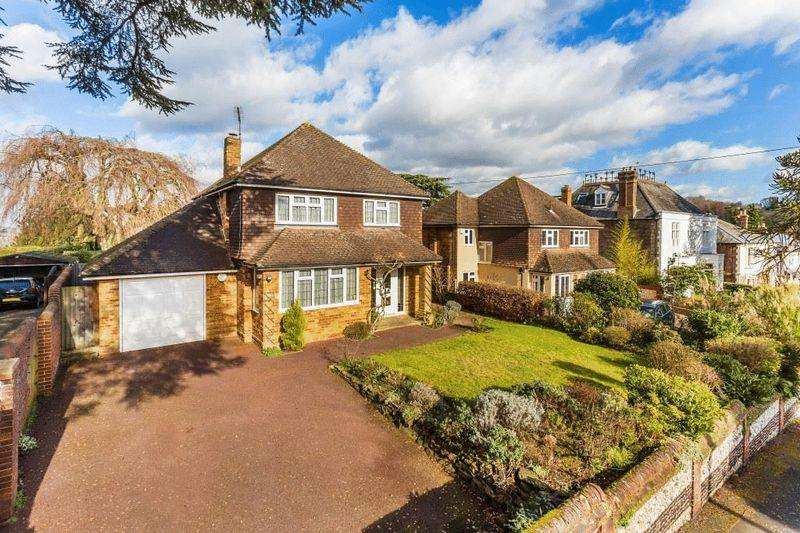 3 Bedrooms Detached House for sale in DORKING