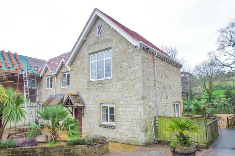 2 Bedrooms Semi Detached House for sale in Church Road, Shanklin