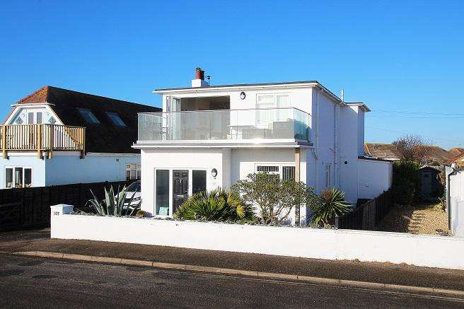 3 Bedrooms Detached House for sale in East Beach Road, Selsey PO20