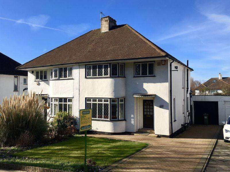 3 Bedrooms Semi Detached House for sale in St James Way, Sidcup