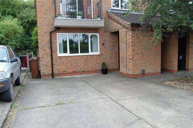 1 Bedroom Flat for sale in The Fairways, Scunthorpe, Lincolnshire, DN15