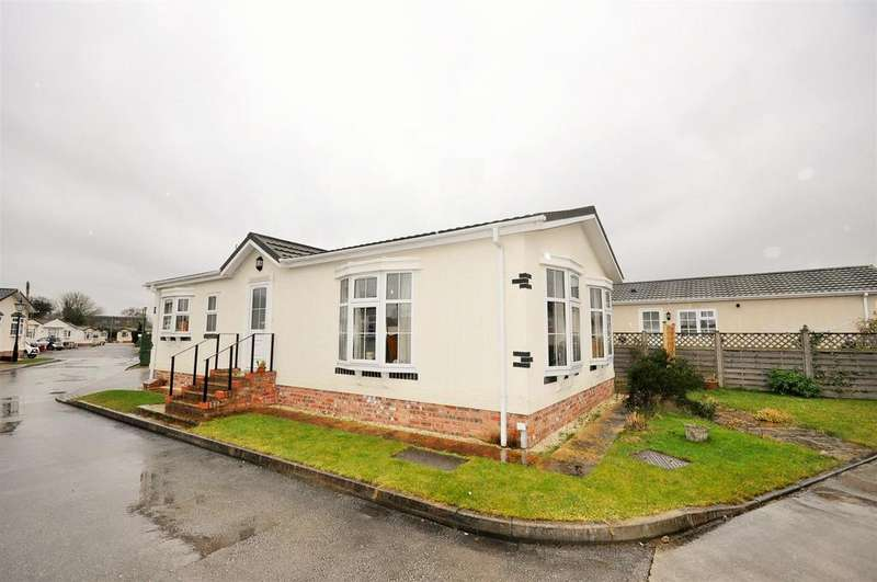 2 Bedrooms Park Home Mobile Home for sale in Beech Avenue, Acaster Malbis, York YO23 2US