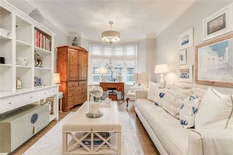 2 Bedrooms Flat for sale in Parkview Court, Fulham High Street, London, SW6