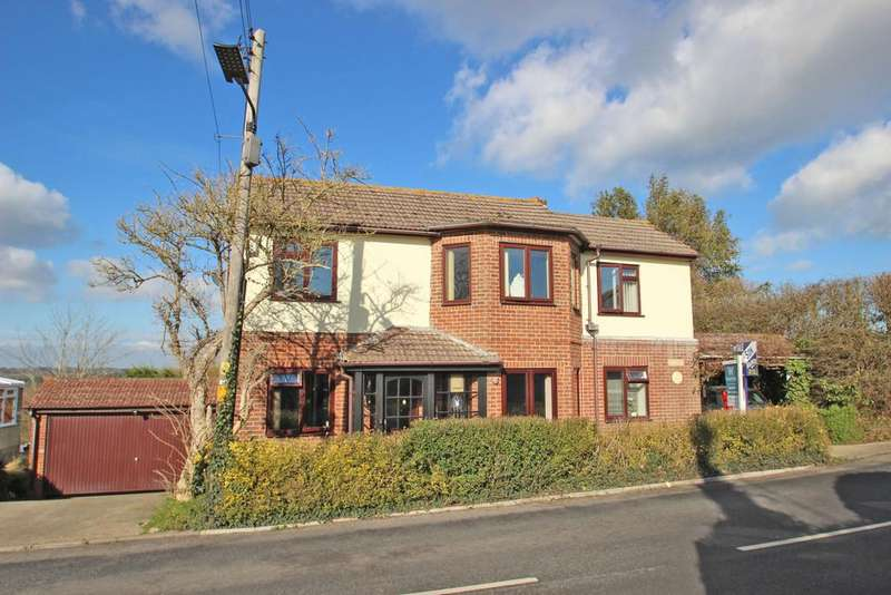 3 Bedrooms Detached House for sale in Main Road, Havenstreet, Ryde