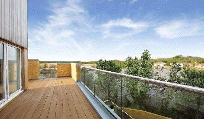 5 Bedrooms Detached House for sale in The Wye, Lymington Shores, Bridge Street, Lymington, SO41