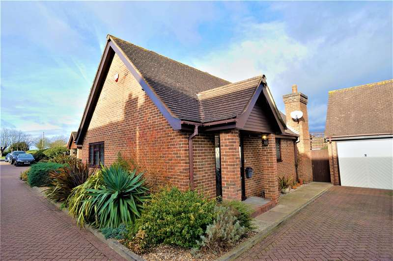 2 Bedrooms Detached Bungalow for rent in Tudor Grove, Chattenden, Rochester, Kent, ME3