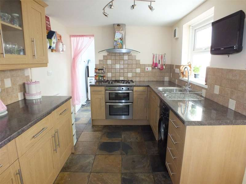 2 Bedrooms Terraced House for sale in Dewsland Street, Milford Haven, Pembrokeshire
