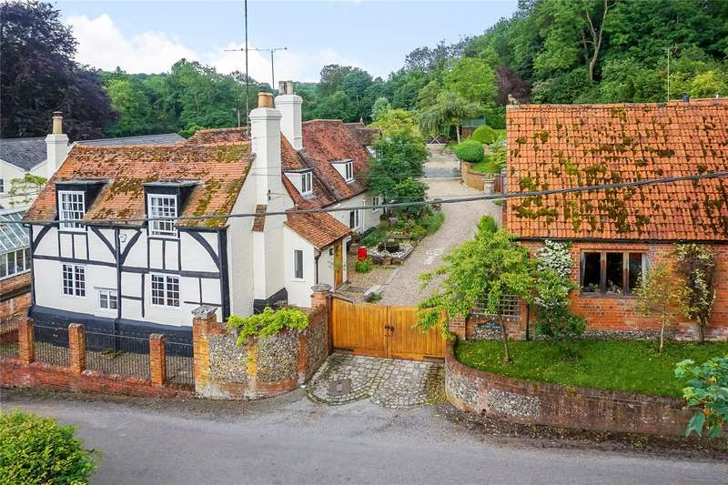 5 Bedrooms Detached House for sale in Aston, Henley-on-Thames, Berkshire, RG9