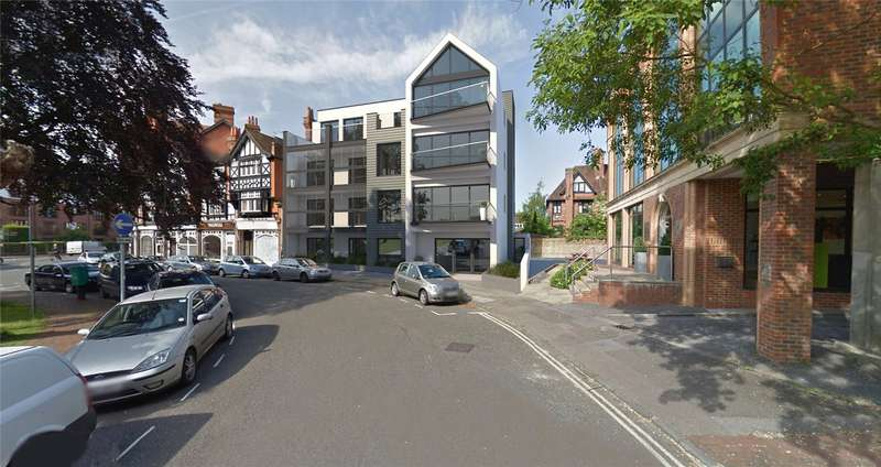 2 Bedrooms Flat for sale in Station Road, Henley On Thames, RG9