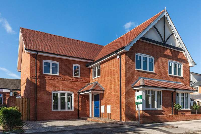 3 Bedrooms Semi Detached House for sale in Claremont Gardens, Marlow, Buckinghamshire, SL7