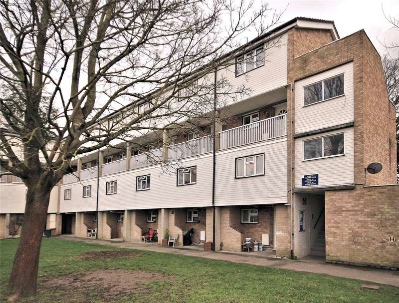 2 Bedrooms Maisonette Flat for sale in Colliers Close, Woking, Surrey, GU21