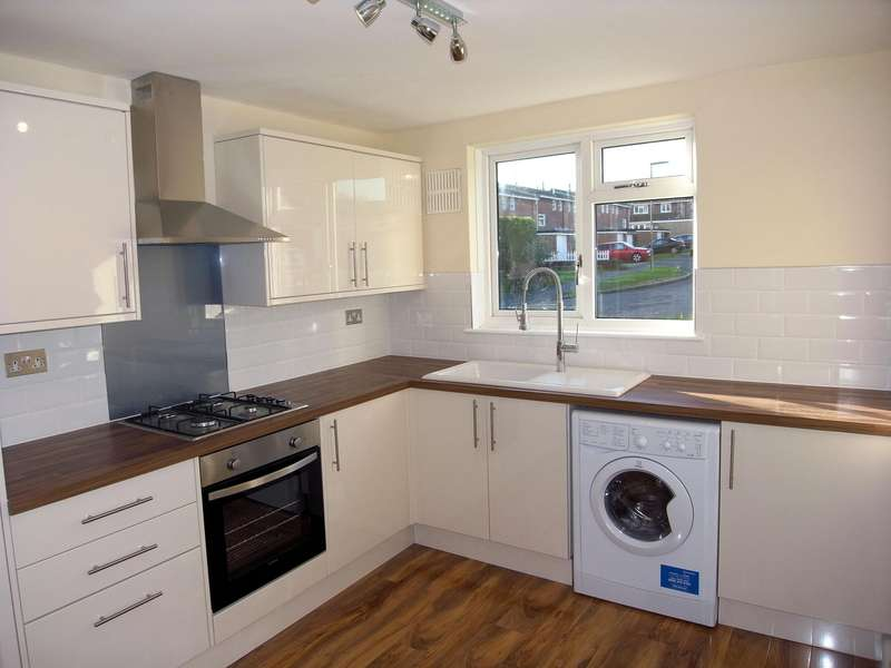 2 Bedrooms Apartment Flat for sale in Rowan Close, Guildford, Surrey, GU1