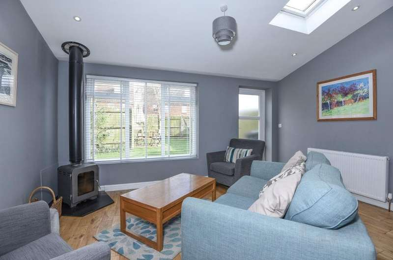 3 Bedrooms Semi Detached House for sale in Old School Place Hove East Sussex BN3