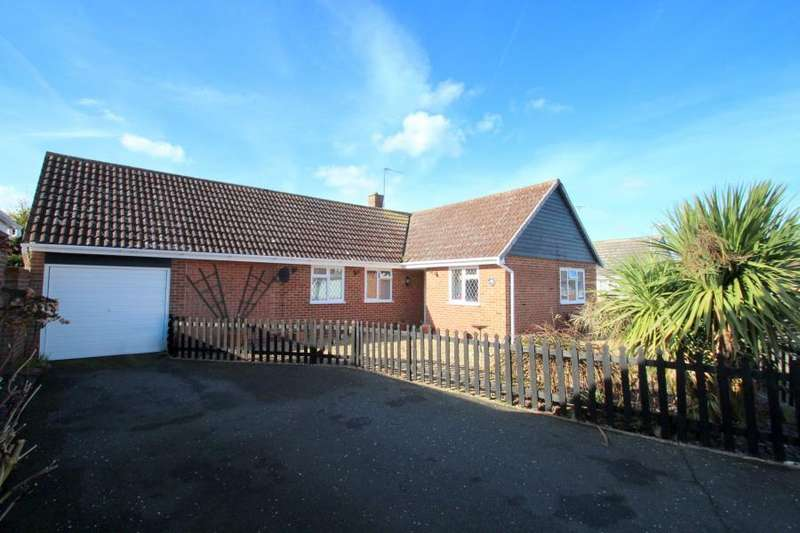 3 Bedrooms Detached Bungalow for sale in Spruce Close, West Mersea