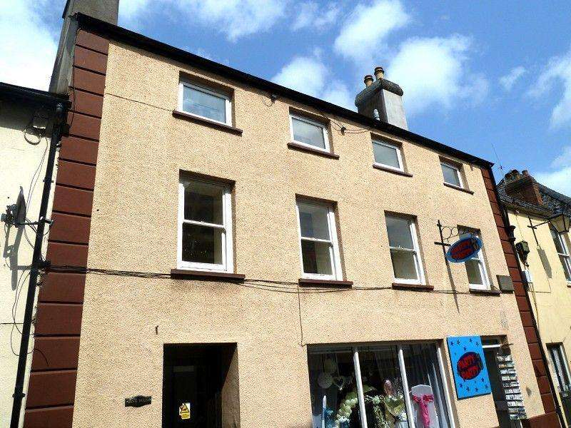 1 Bedroom Flat for rent in Bank House, Lion Street, Brecon, Powys.