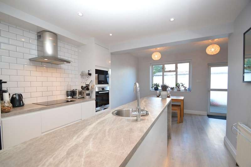2 Bedrooms Semi Detached House for sale in First Avenue, WALTON ON THAMES KT12