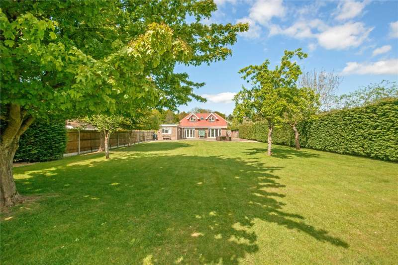 4 Bedrooms Detached House for sale in Smallfield Road, Horley, Surrey, RH6