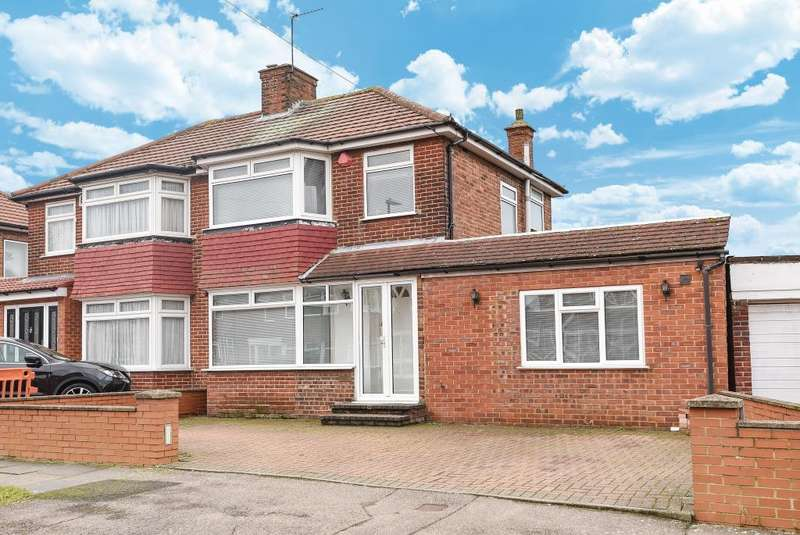 3 Bedrooms House for sale in Derwent Crescent, Stanmore, HA7