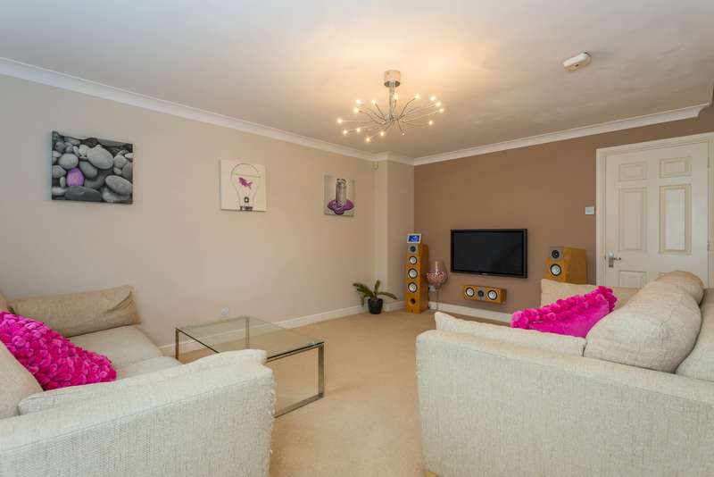 3 Bedrooms Semi Detached House for sale in Byewaters, Watford