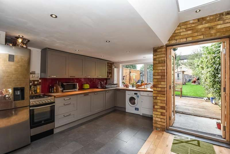 3 Bedrooms House for sale in Oakleigh Road North, London, Whetstone, N20, N20