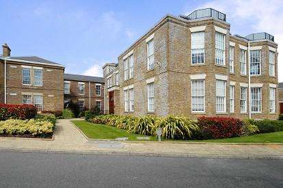 3 Bedrooms Flat for sale in Princess Park Manor, Friern Barnet, London, N11, N11
