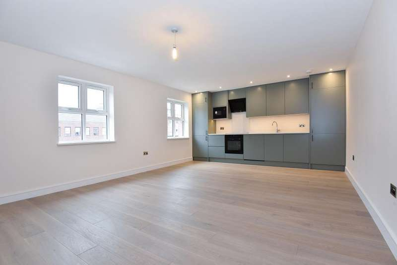 2 Bedrooms Flat for sale in Forlease Road, Maidenhead, SL6