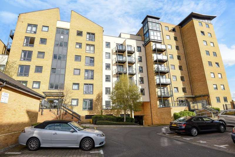 1 Bedroom Flat for sale in Woking, Surrey, GU21