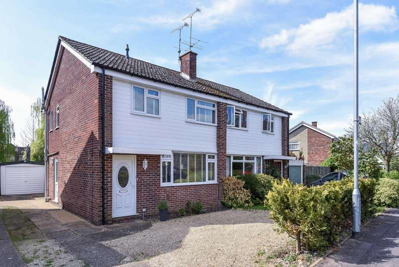 3 Bedrooms House for sale in Meadow Way, Wokingham, RG41