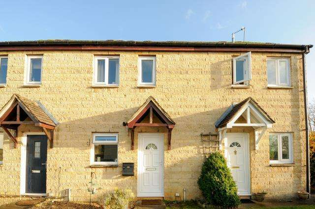 2 Bedrooms House for sale in Manor Road, Witney, OX28