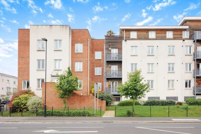 3 Bedrooms Flat for sale in Burghley Court, Maidenhead, SL6