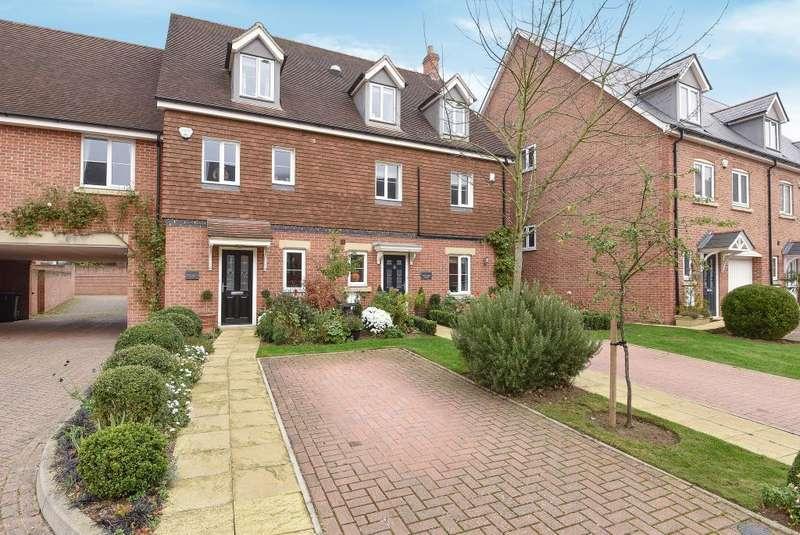 3 Bedrooms House for sale in Virginia Water, Surrey, GU25