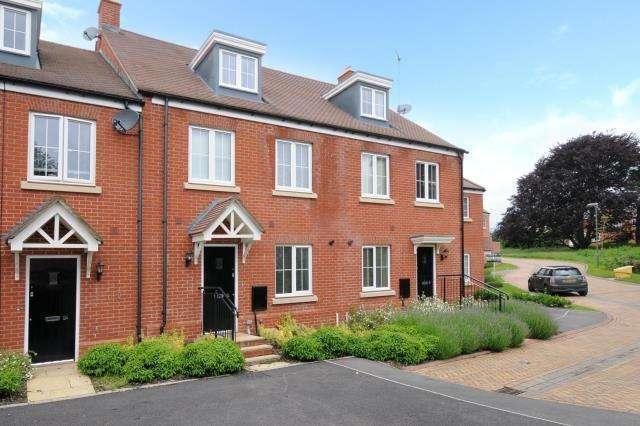 4 Bedrooms House for sale in Saffron Close, Banbury, OX16