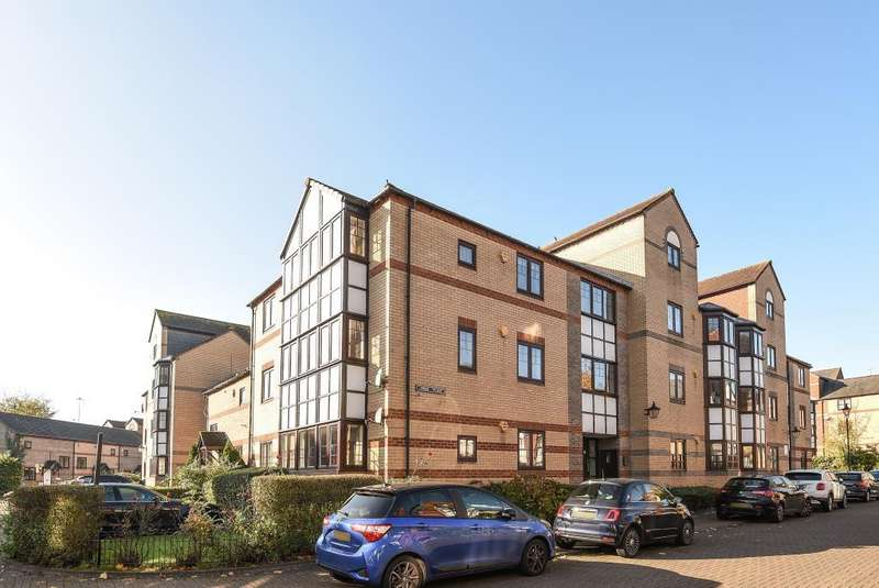 2 Bedrooms Flat for sale in Swan Place, Reading, RG1
