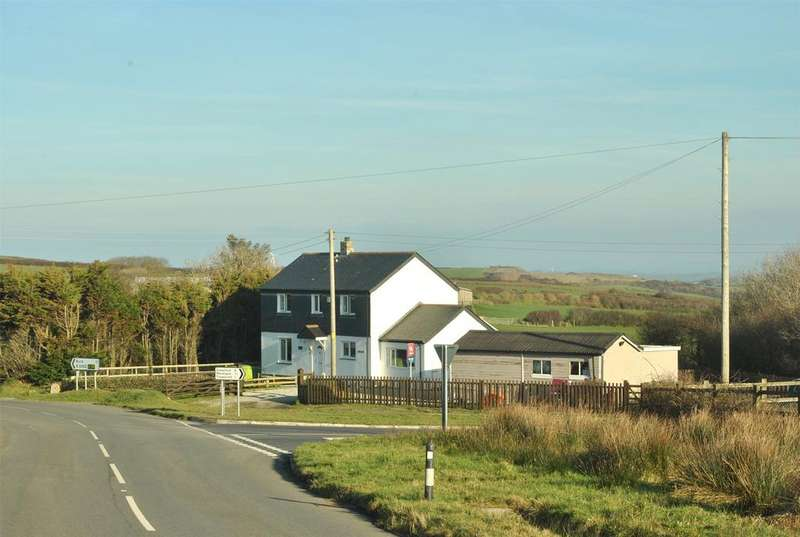 4 Bedrooms Detached House for sale in Tresparrett Posts, Camelford