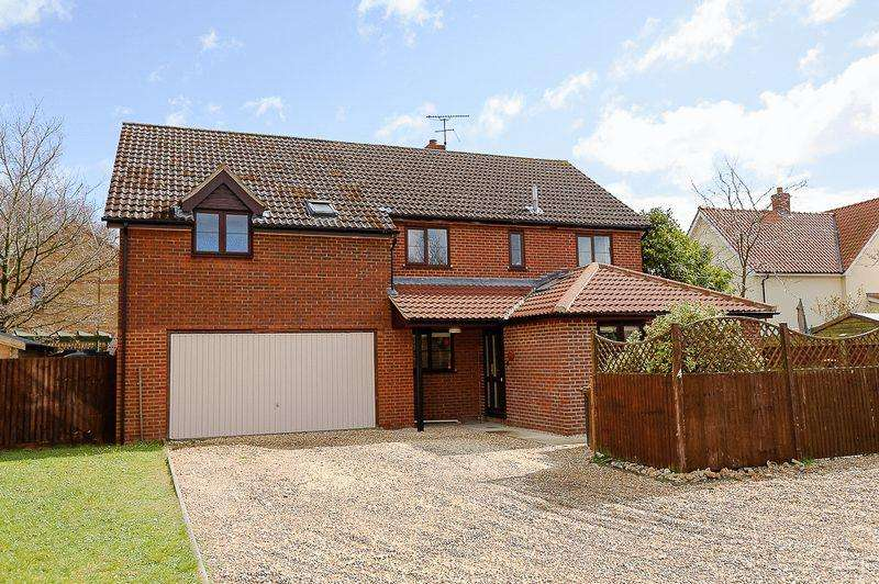 5 Bedrooms Detached House for sale in Hunter Drive, Bury St. Edmunds