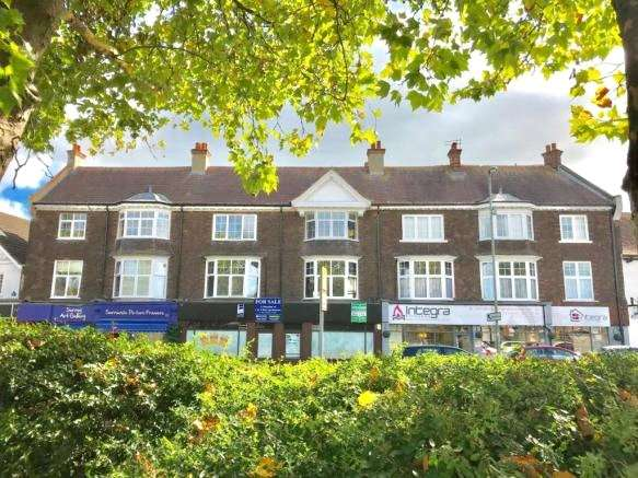 2 Bedrooms Apartment Flat for sale in Old Woking Road, West Byfleet, Surrey, KT14