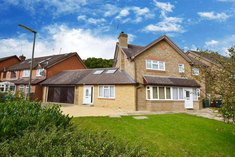 4 Bedrooms House for sale in Field Walk, Smallfield, Horley