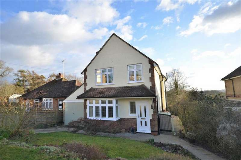3 Bedrooms Detached House for sale in Larkfield Road, Farnham