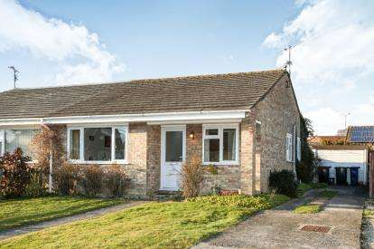 2 Bedrooms Bungalow for sale in Gillingham, Dorset, .