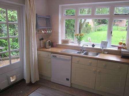 3 Bedrooms Semi Detached House for rent in Pond Cottage, Godden Green, Kent, Sevenoaks